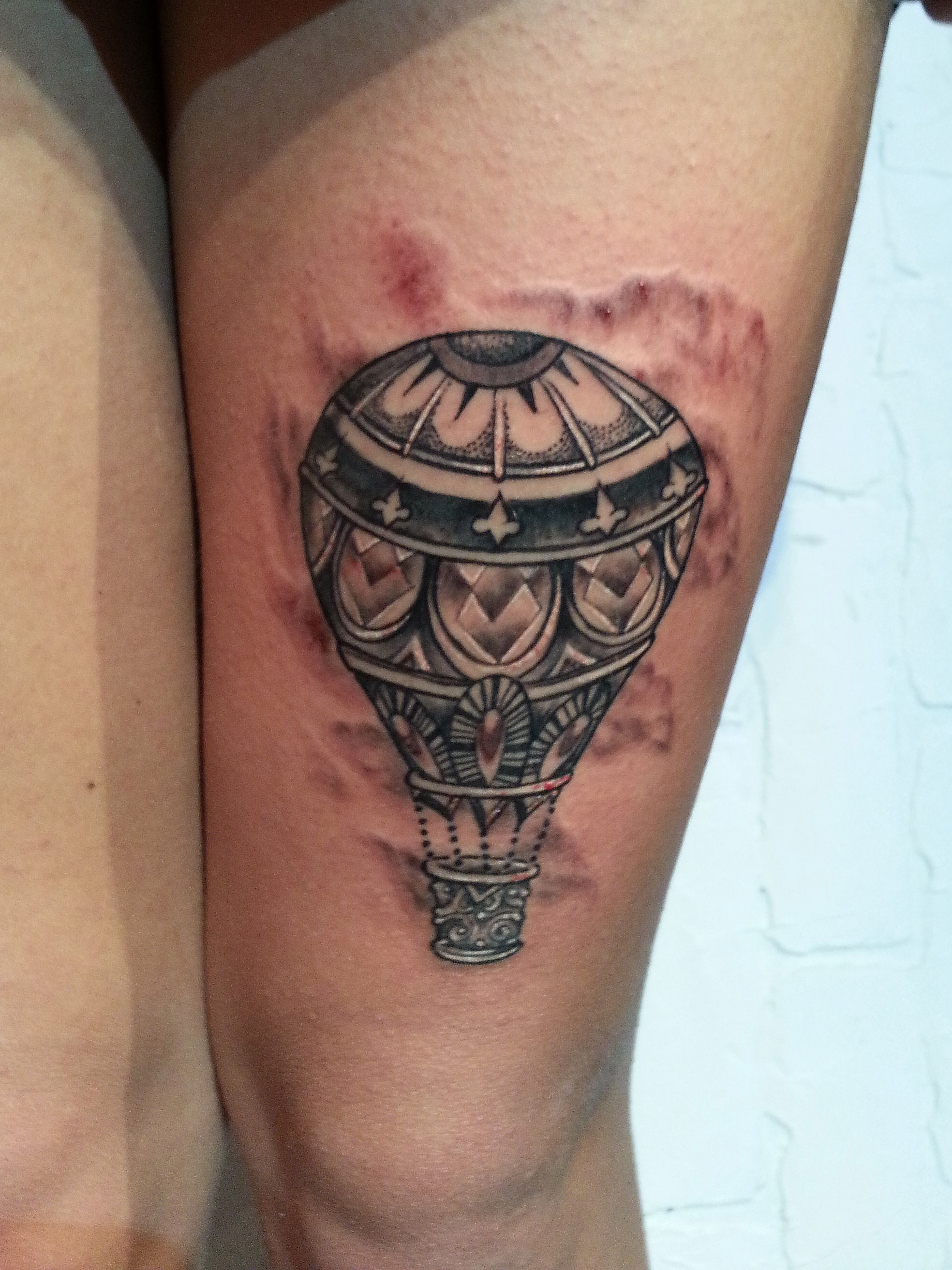 hot air balloon illustration thigh tattoo