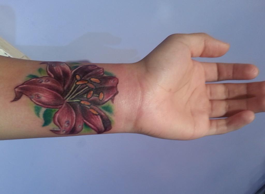 bdb23f138d500 tiger lily wrist flower cover up tattoo